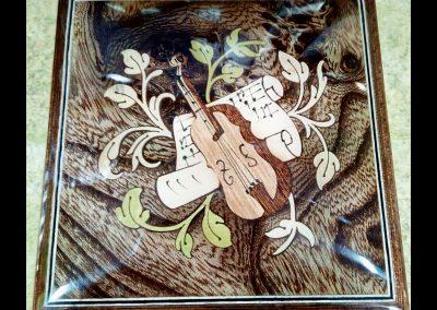 Caja de música marrón violín